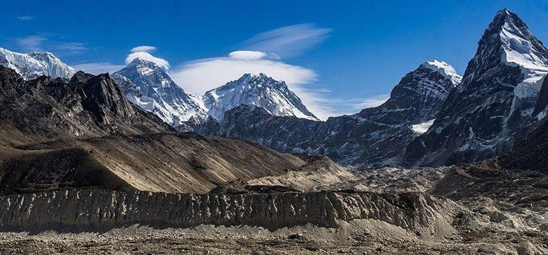Трек к Эвересту - вид от озер Гокио