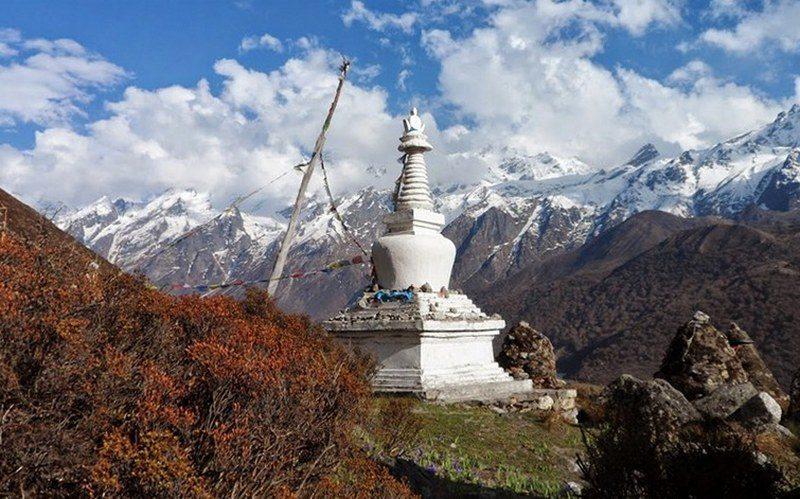 Трек Лангтанг - ступа в горах