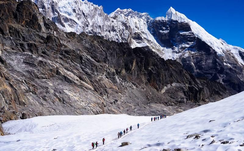 Трек к Эвересту - группа на склоне