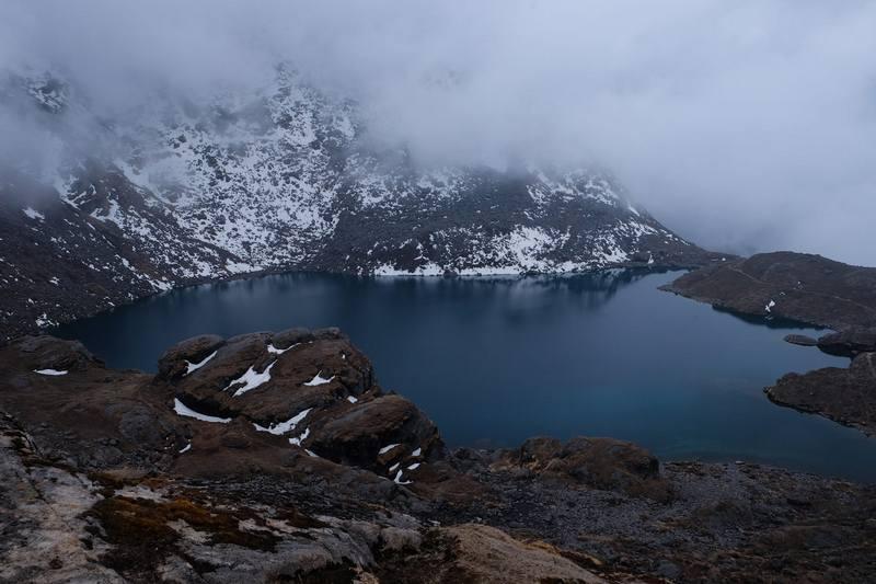 Туман над озером Госайкунда