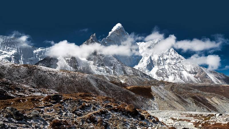 Заснеженные пики Гималаев