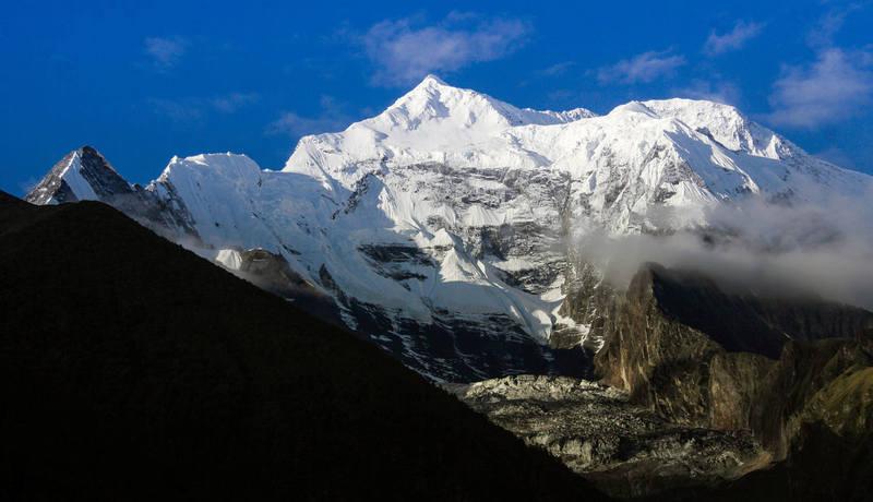 Гималаи в деревне Мананг