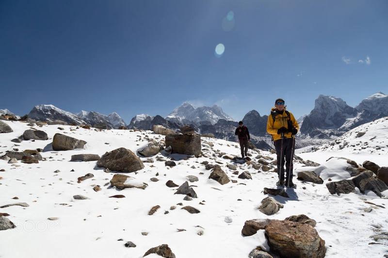 туристы на треке к Эвересту