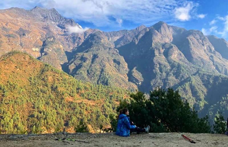 Девушка в Гималаях