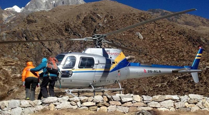 Эвакуация вертолетом в Гималаях