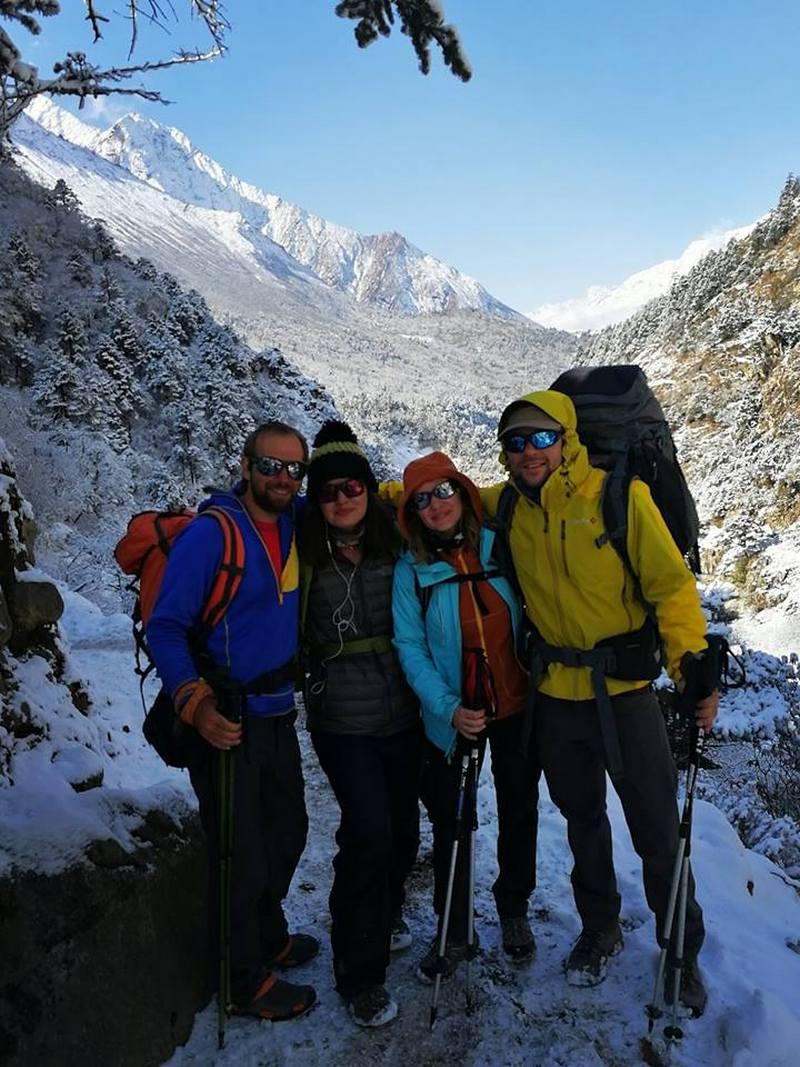 снег в конце марта в Непале