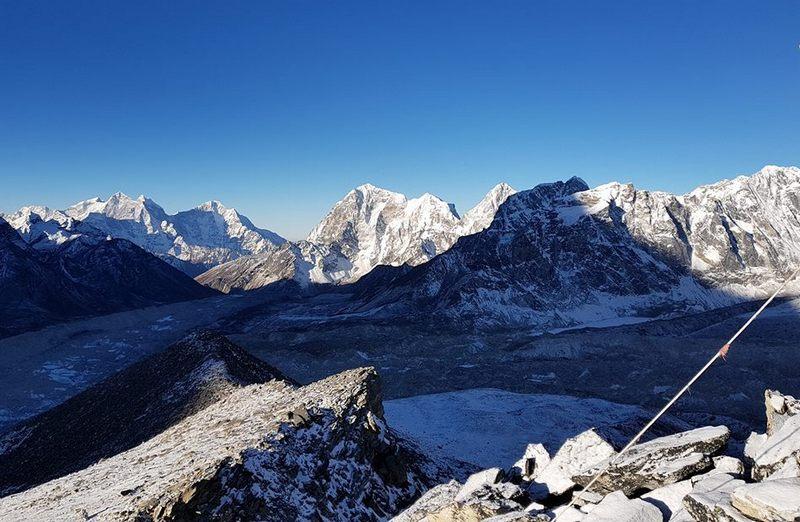 Тень от горы в Гималаях