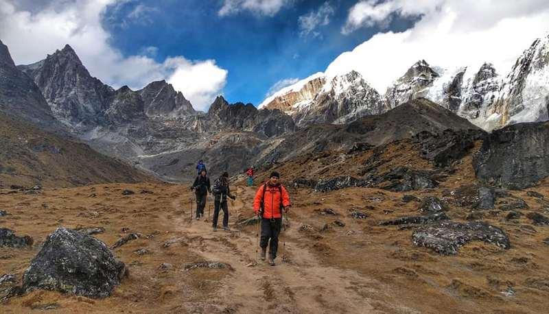 Спуск с перевала в Непале