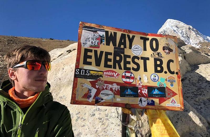Табличка базовый лагерь Эвереста