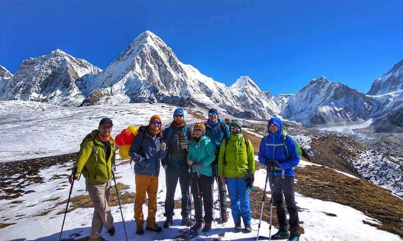 Группа на треке к Эвересту