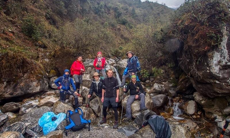 Группа на восхождении в Непале