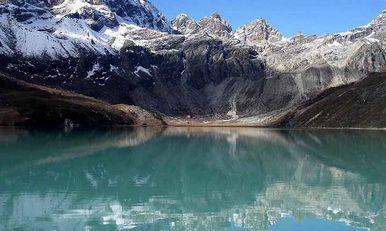 Треккинг к Эвересту через озера Гокио